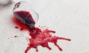 Alkohol Rotwein Flecken entfernen